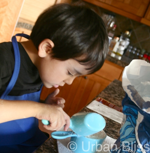 Top 10 Things Kids Can Do in the Kitchen - measuring dry ingredients