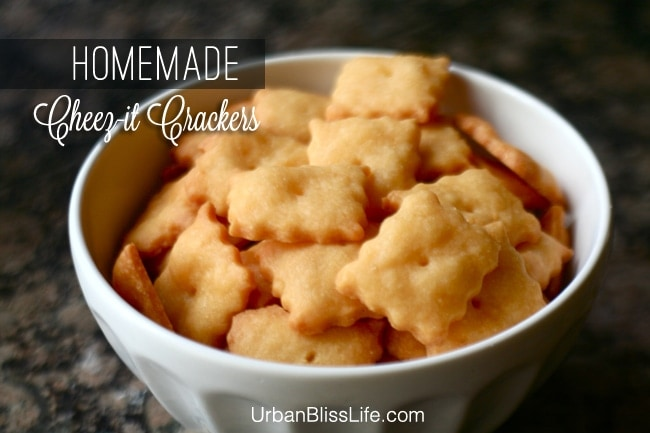 Homemade Cheez-its Crackers Recipe on UrbanBlissLife.com