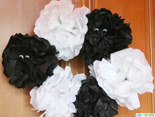 DIY Halloween Black and White Wreath