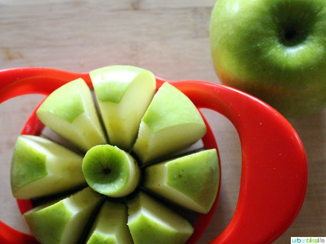 Green apples sliced
