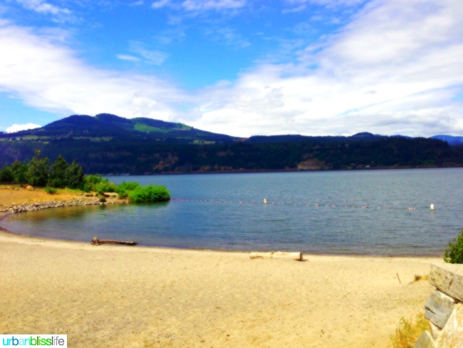 Hood-River-Waterfront-Shore-Lake