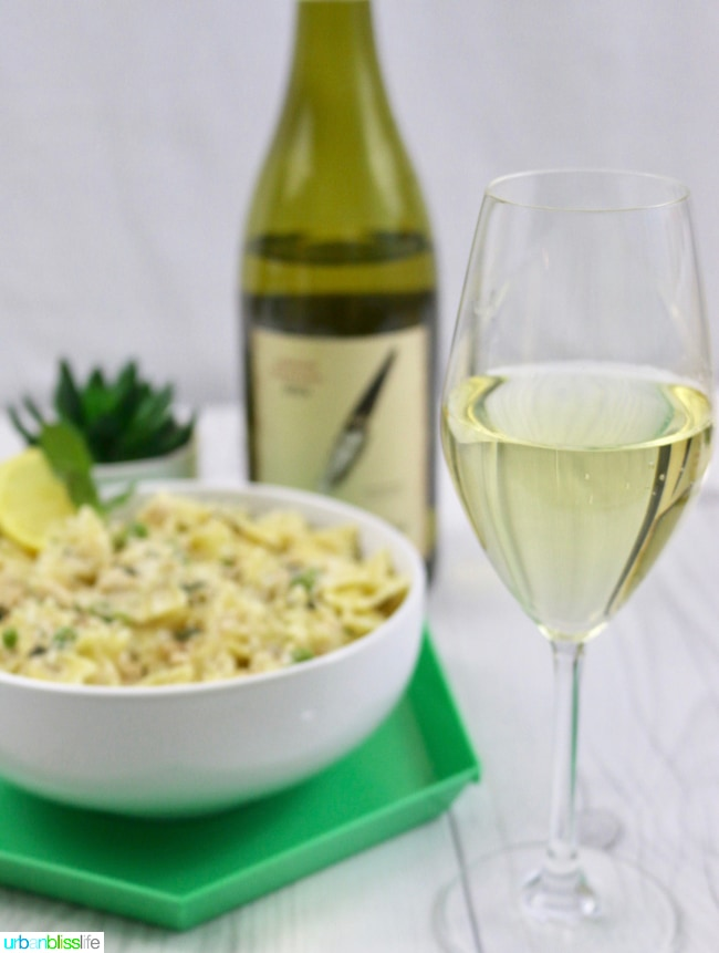 Creamy-Farfalle-with-Salmon-and-Peas-Wine