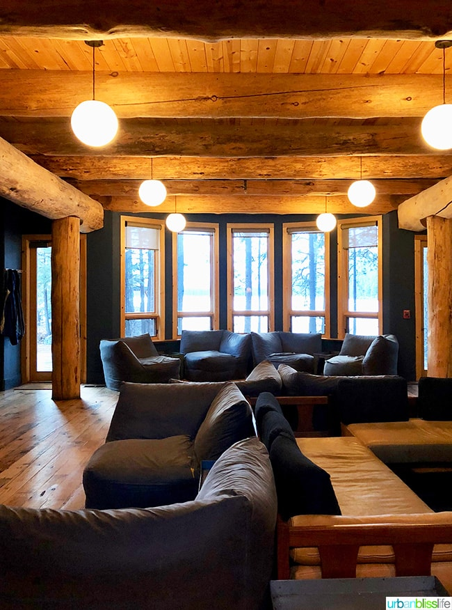 lobby lounge area at Suttle Lodge in Sisters, Oregon