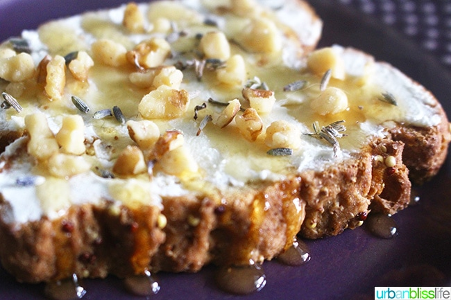 toast with honey and walnuts