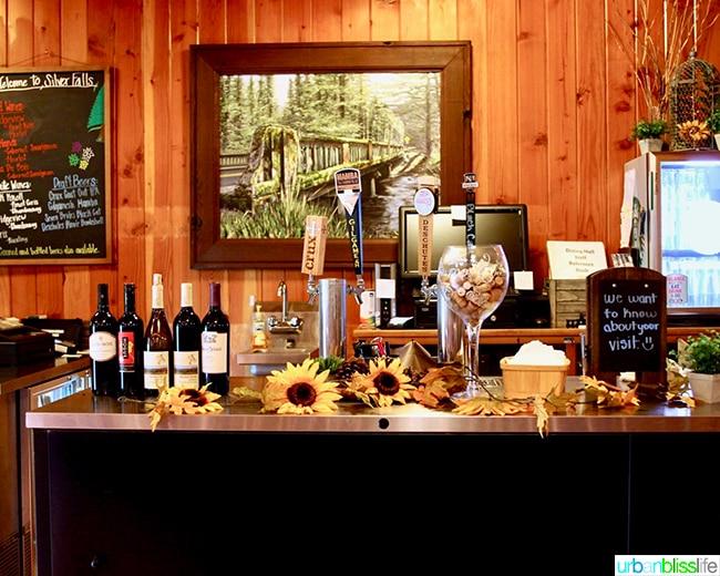 Silver Falls Lodge bar