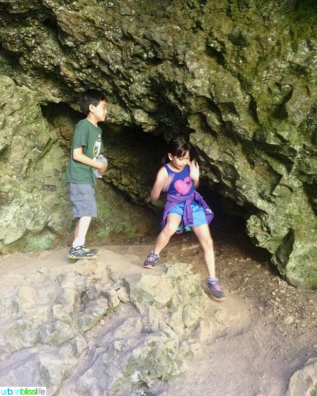 family hiking at silver falls state park
