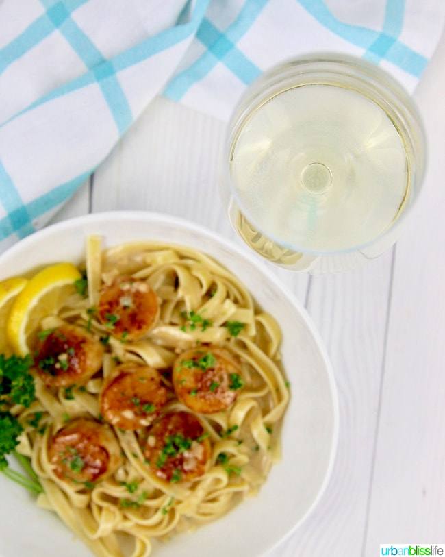 Seared scallops pasta with white wine