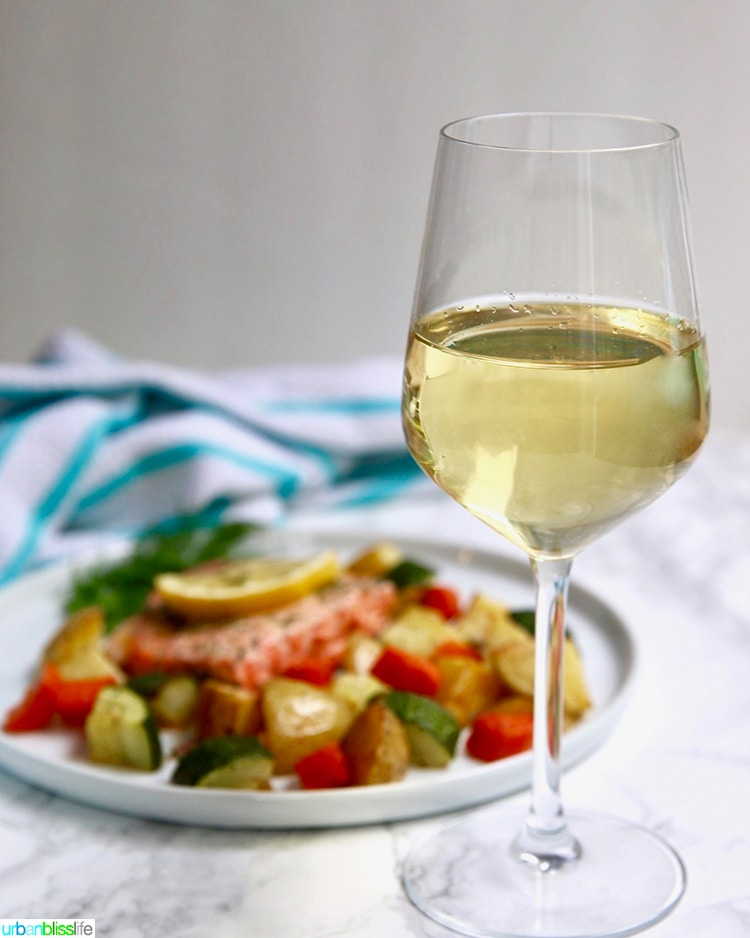 salmon with vegetables and white wine