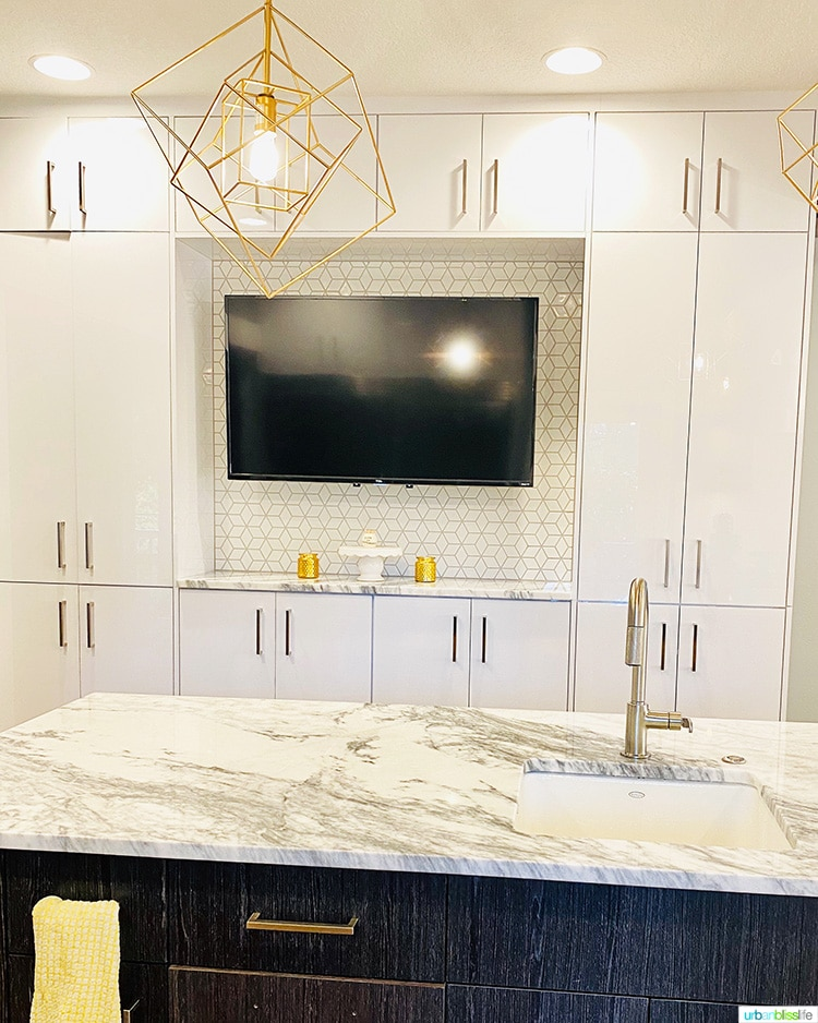 kitchen tv and cabinets, kitchen island with sink