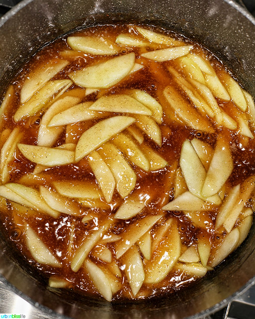 apple pie filling in pan